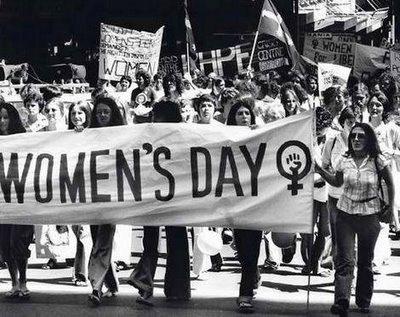bilde av et kvinnedagstog