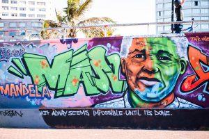 viser grafitti på en vegg